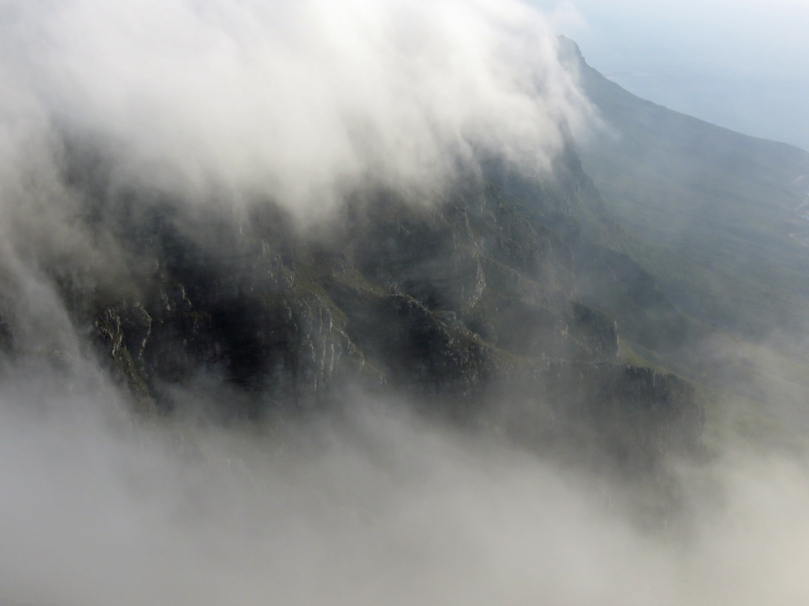 clouds-table mountain2