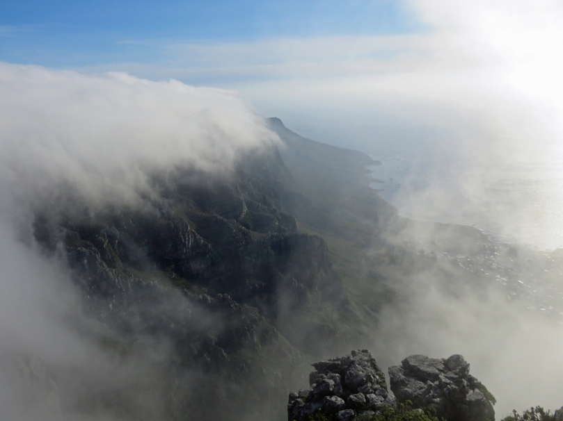 clouds-table mountain3
